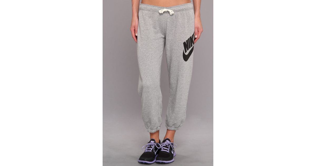 reputable site 4c38b 7f548 Nike Rally Signal Capri in Gray - Lyst