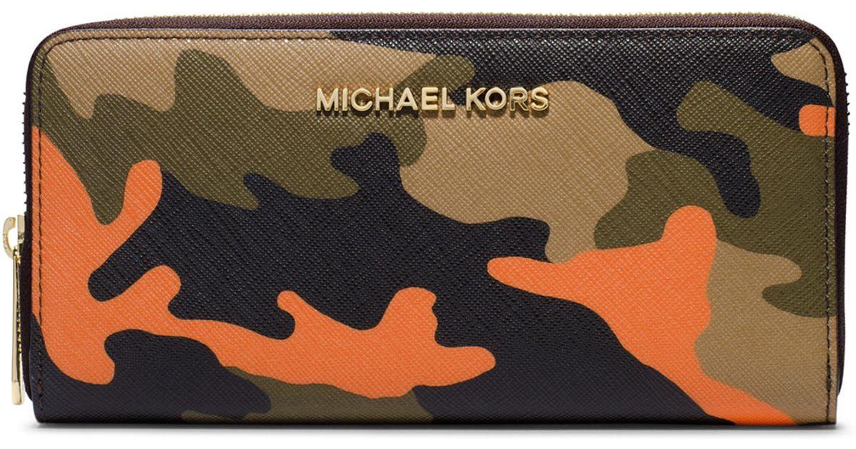 fcfe3f66c2cc3c Michael Kors Michael Jet Set Camo Saffiano Continental Wallet in Orange -  Lyst