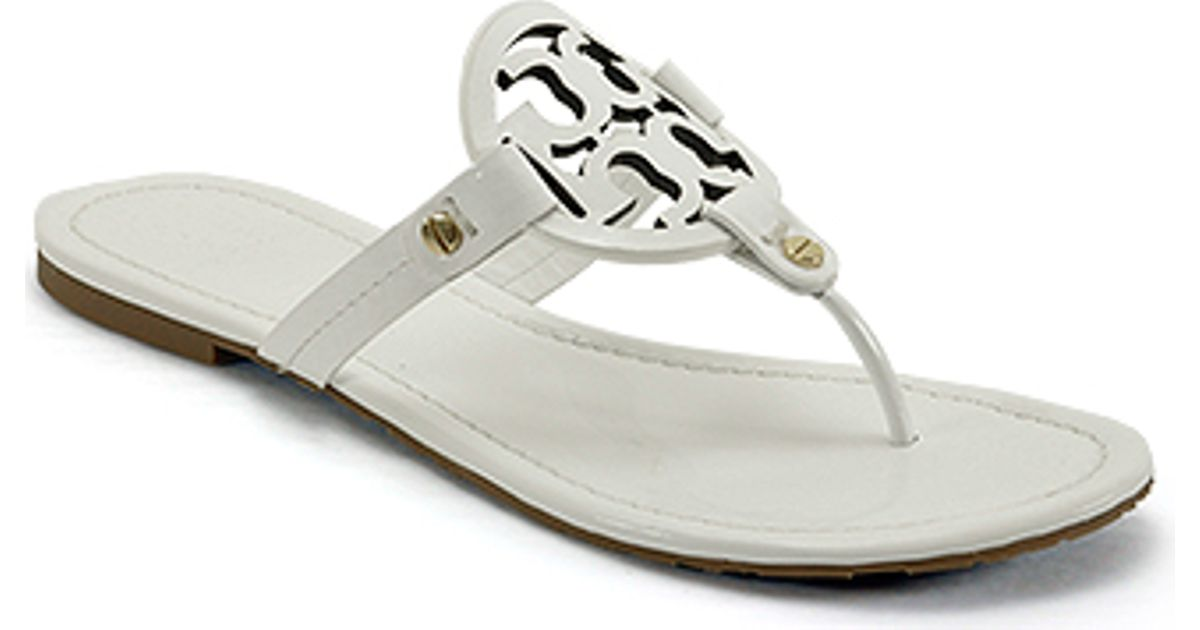 57a2181e46c20f Tory Burch Miller - White Patent Logo Thong Sandal in White - Lyst