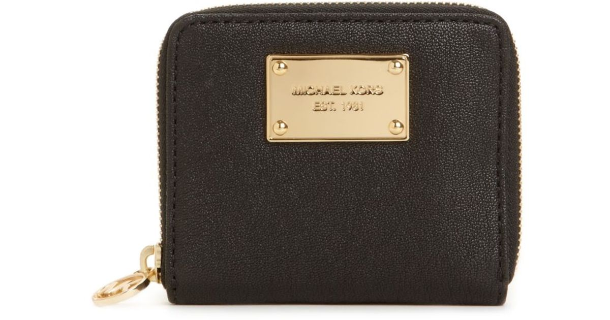7a8324b8c4f6 Michael Kors Jet Set Gold Ziparound Small Coin Purse in Black - Lyst