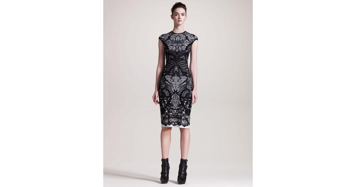 48d81506 Alexander McQueen Printed Sheath Dress in Black - Lyst