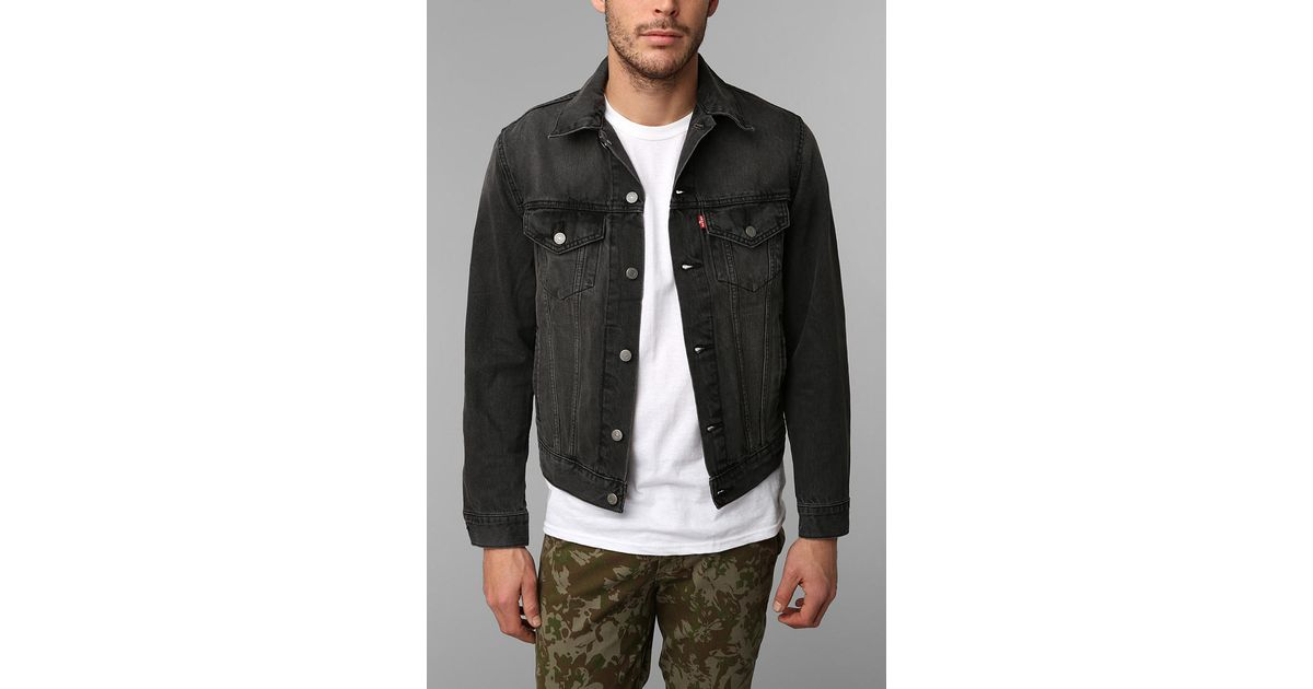 3583cbaac4f33 Urban Outfitters Levis Washed Black Denim Trucker Jacket in Blue for Men -  Lyst