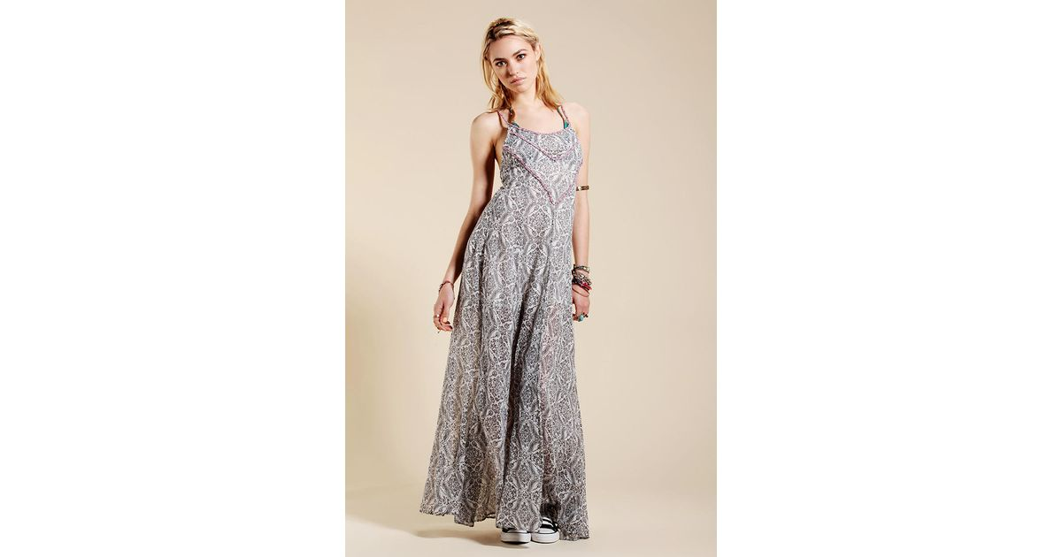 64f1260654 Urban Outfitters Roxy Floral Beach Maxi Dress in Gray - Lyst
