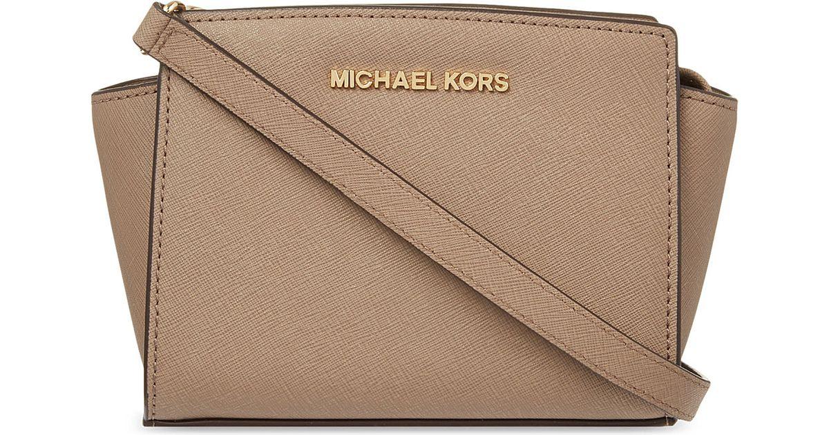 8709ee279cc665 MICHAEL Michael Kors Selma Mini Messenger Bag Dark Dune in Natural - Lyst