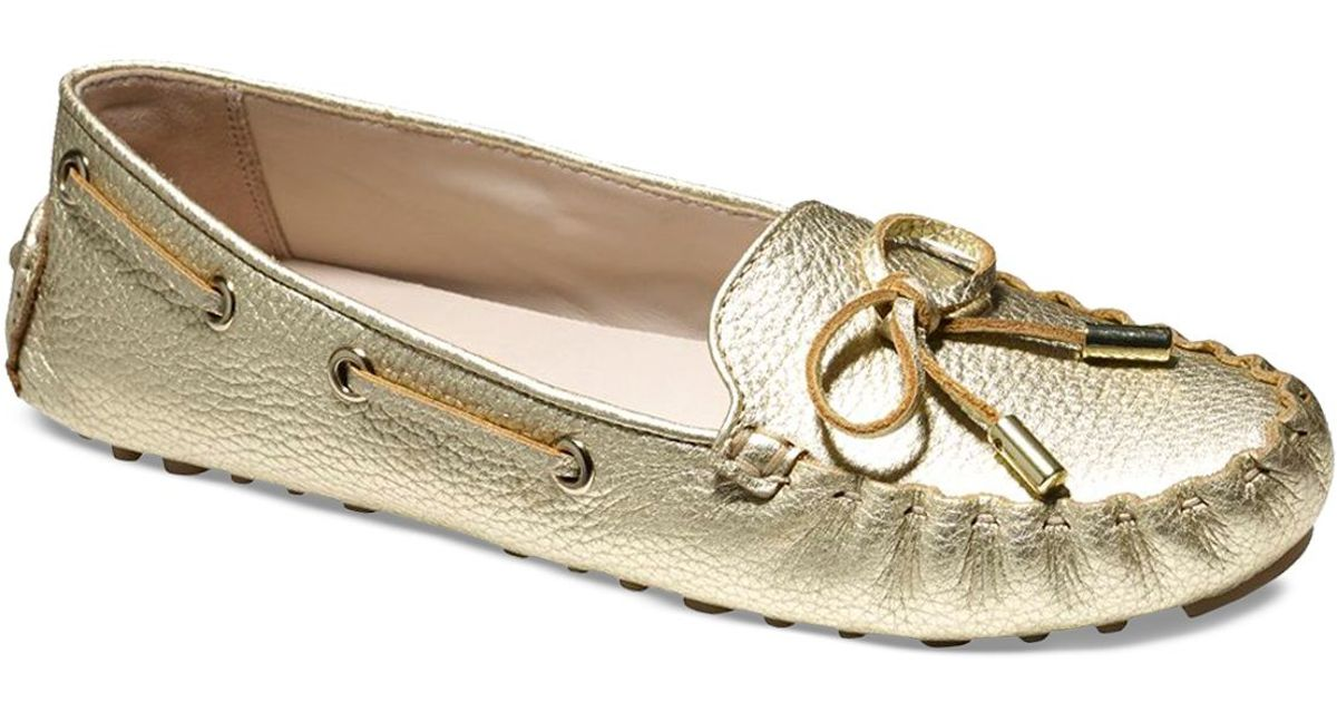 28ac36a8e06 Lyst - Cole Haan Driving Moccasin Flats - Cary in Metallic