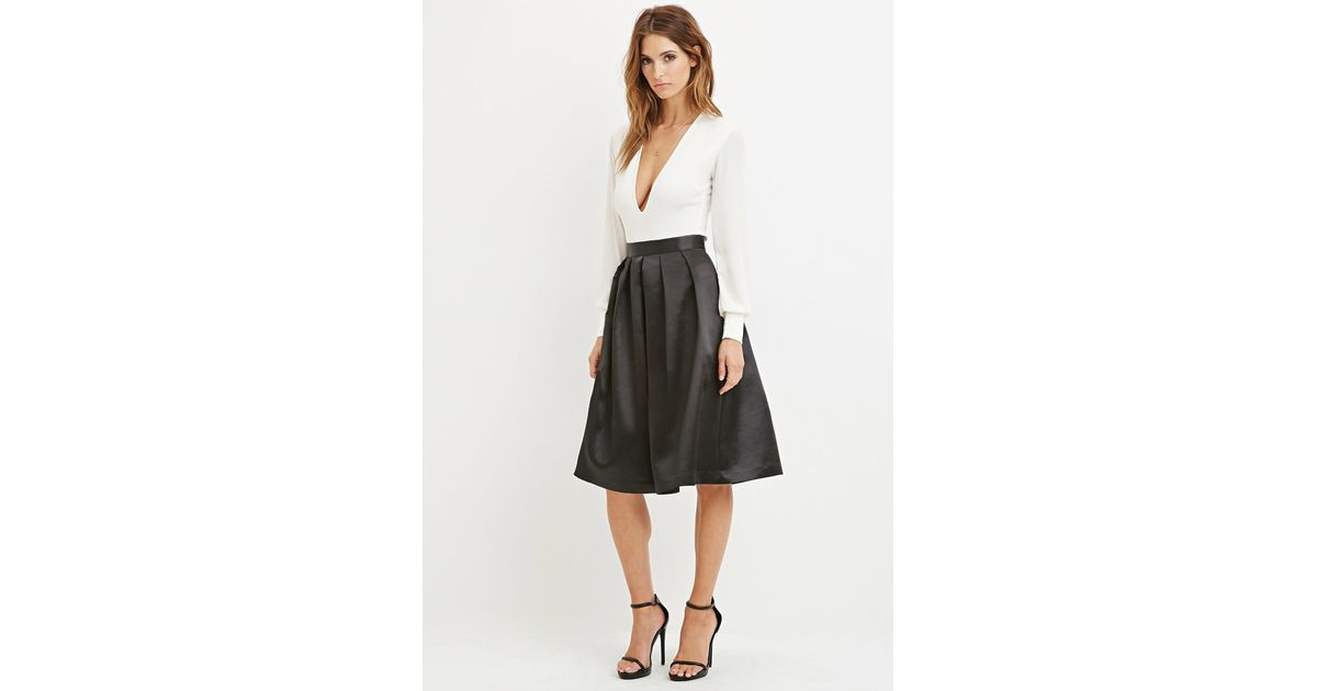 4cd7ab1ba4 Forever 21 Contemporary Sateen Pleated Midi Skirt in Black - Lyst
