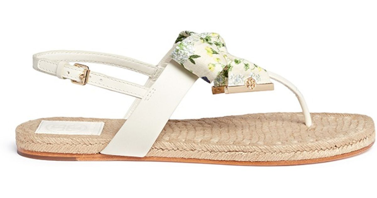 55fb93fce88e Lyst - Tory Burch  penny  Floral Print Bow Thong Espadrille Sandals in White