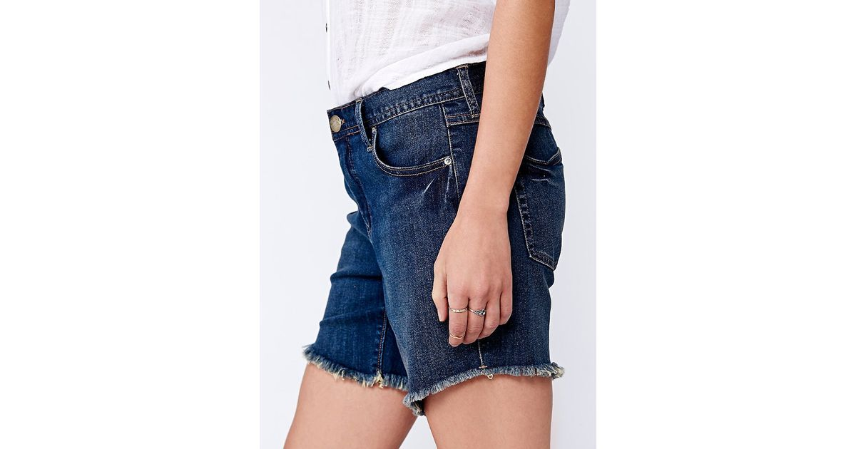 To Make the Shorts. 1. Cut off the majority of the pant legs to create long shorts. This will make the jeans easier to work with. 2.