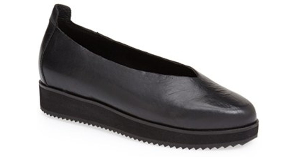 Eileen Fisher Canoe Leather Flat In Black Save 30 Lyst