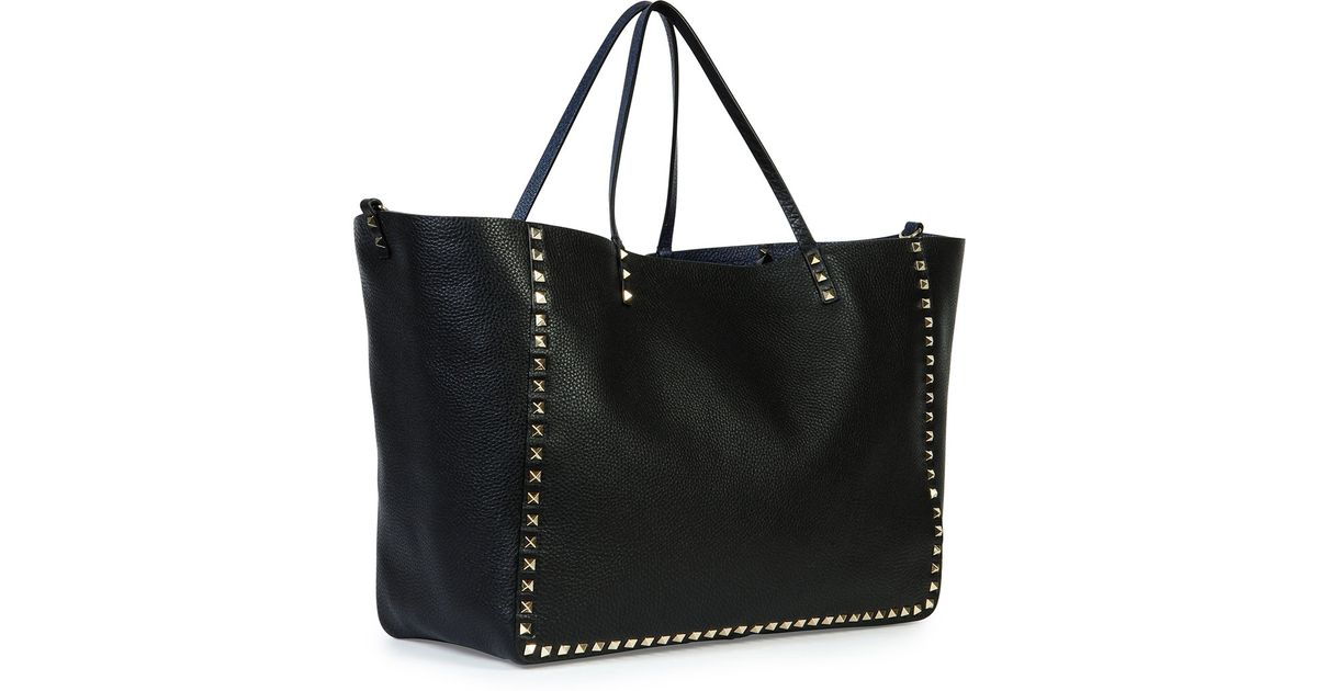 428d7d4a98 Valentino Rockstud Large Reversible Tote Bag in Blue - Lyst