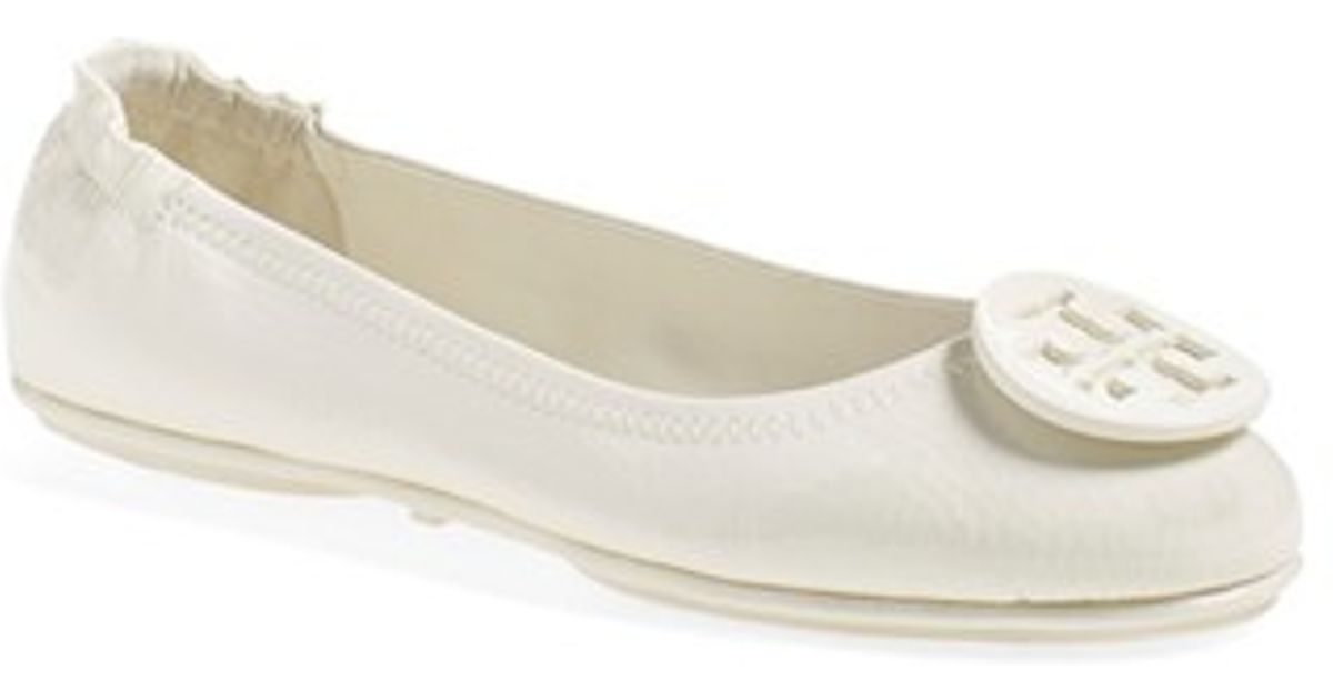 f3103a54df6 Lyst - Tory Burch Minnie Travel Ballet Flats in White