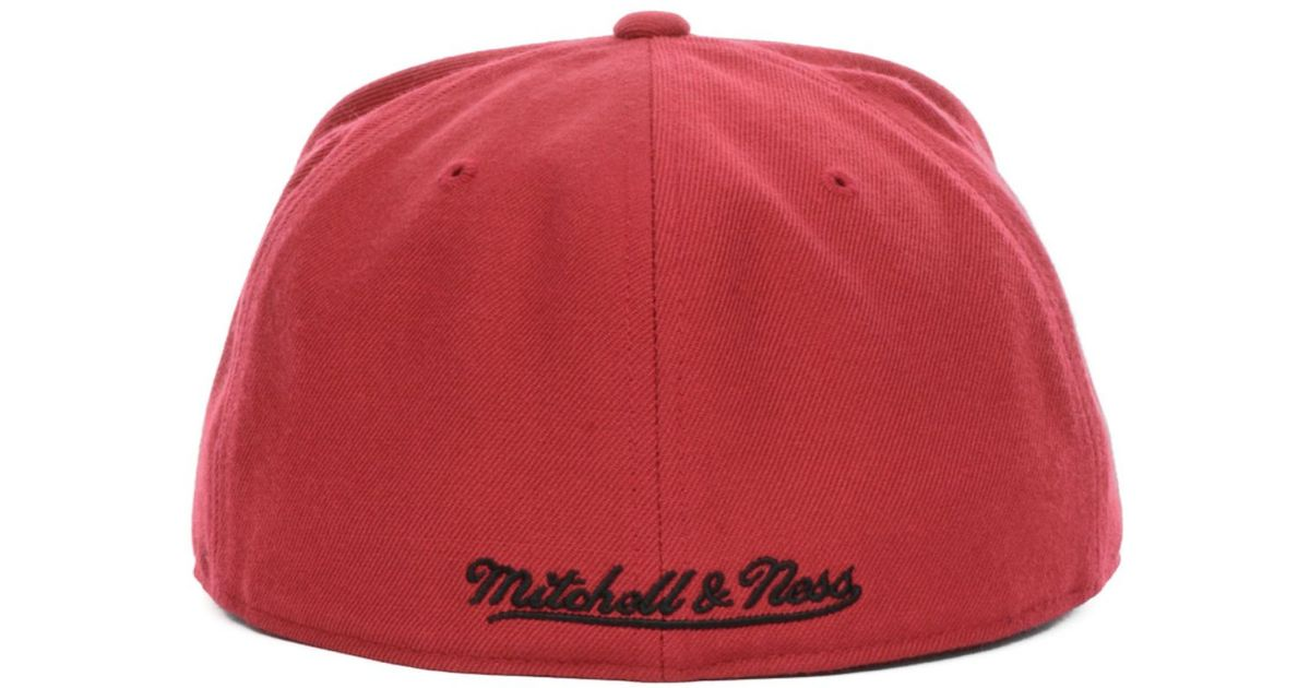 cc7bcfc0557 ... new zealand lyst mitchell ness miami heat nba current logo fitted cap  in red for men