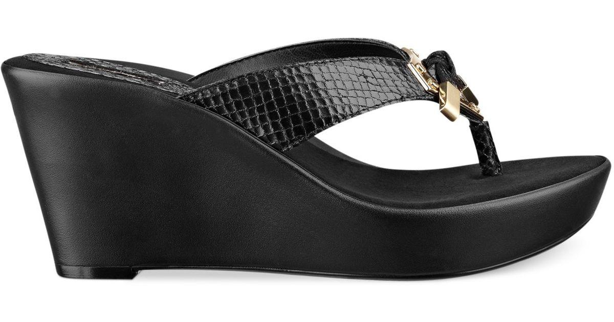 fc2a8af8894 Lyst - Guess Xandie Platform Wedge Thong Sandals in Black