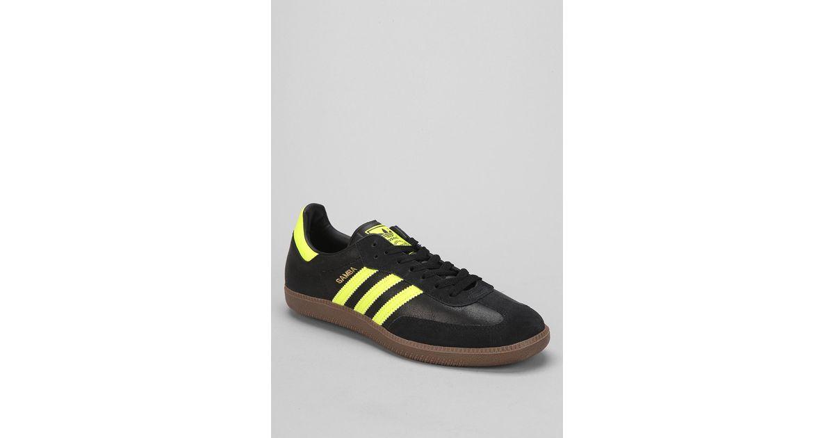 lyst adidas samba scarpe gialle per gli uomini.