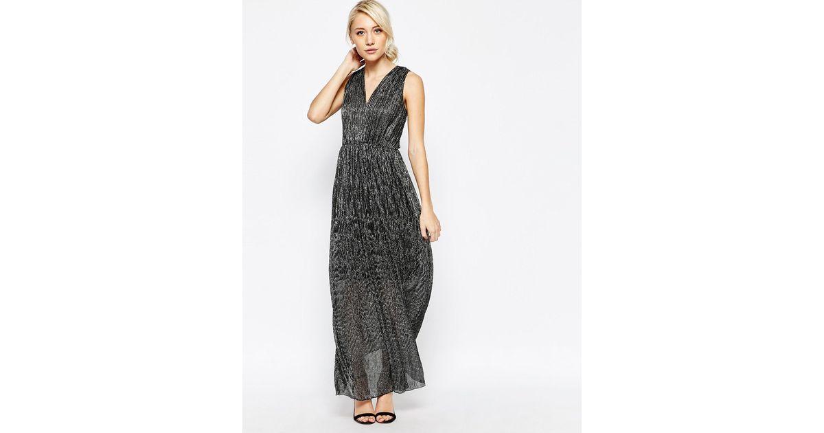 93f85683ba92 Vila Pleated Maxi Dress in Black - Lyst