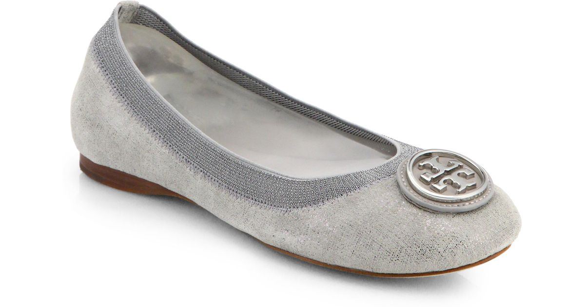 00739e49b0fd Lyst - Tory Burch Caroline 2 Metallic Suede Ballet Flats in Gray