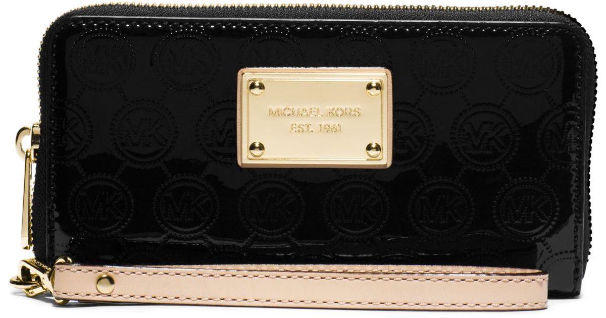 8315929efed3 Michael Kors Jet Set Large Patent-leather Smartphone Wristlet in Black -  Lyst