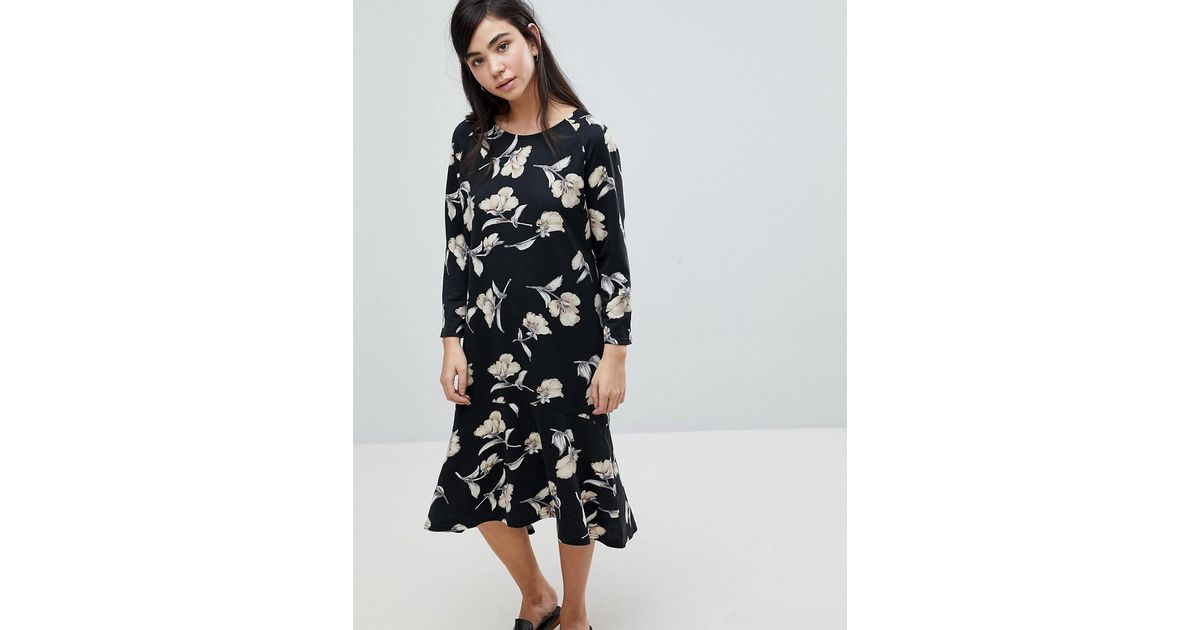022354a90e83 Lyst - Soaked In Luxury Floral Print Sweater Dress in Black