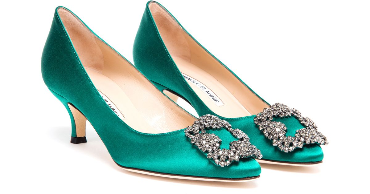 lyst manolo blahnik hangisi embellished satin mid pumps in green rh lyst com