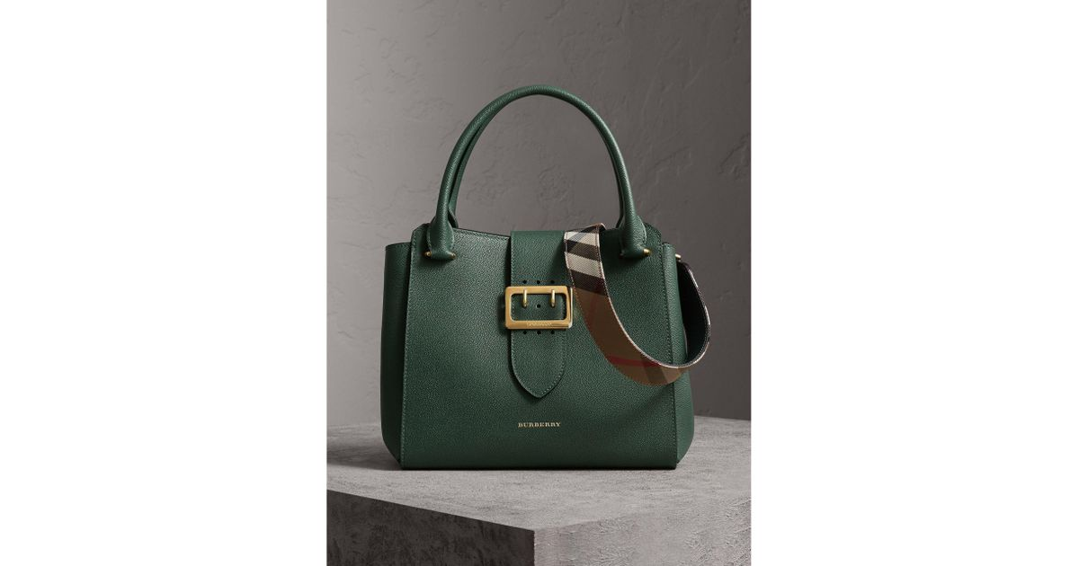 aa269421c61cd Burberry The Medium Buckle Tote In Grainy Leather in Green - Lyst
