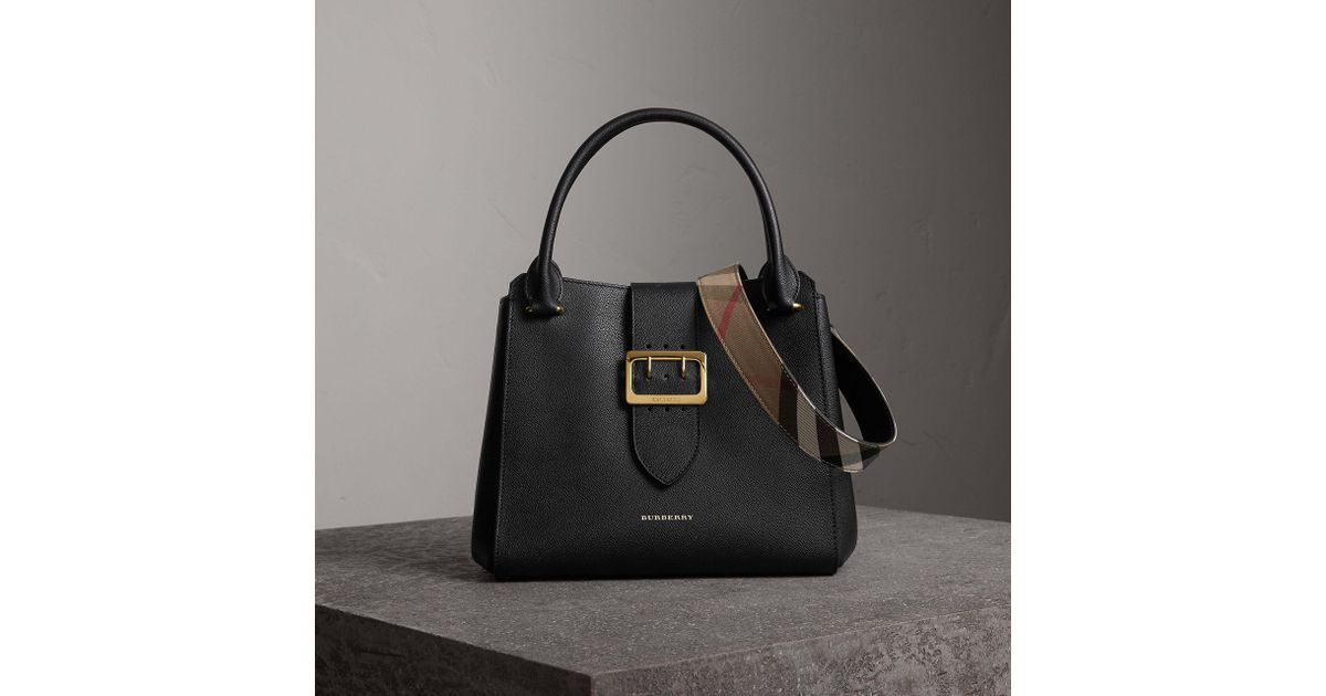 276815e8757f9 Burberry The Medium Buckle Tote In Grainy Leather Black in Black - Lyst