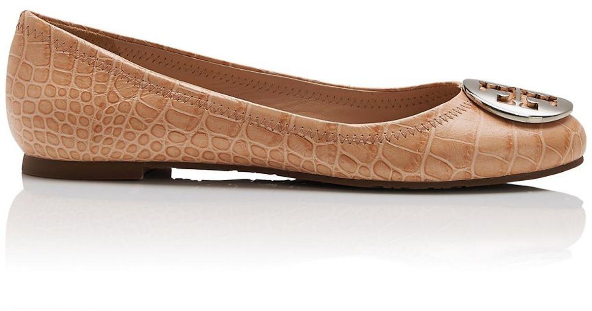 6c94a880c9f9 Tory Burch Reva Croc-Print Ballet Flat in Natural - Lyst