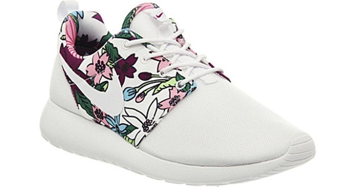 88e0d85eca72 Nike Aloha Roshe Run Floral-print Trainers - For Women in White - Lyst