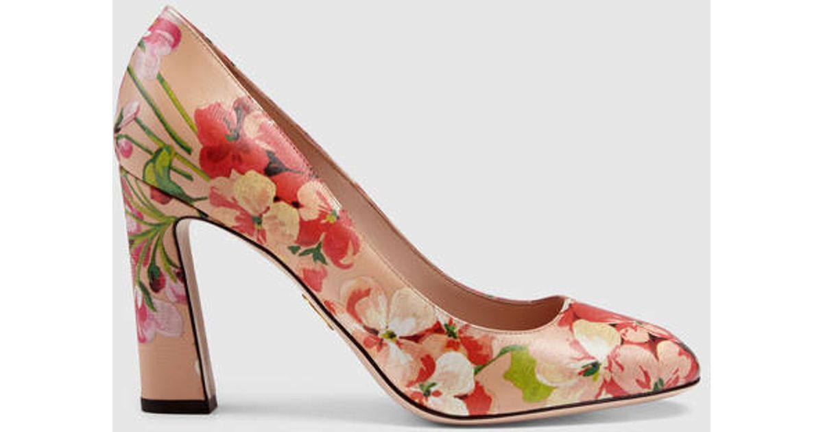 546c4646b24 Lyst - Gucci Blooms Print Pump in Pink