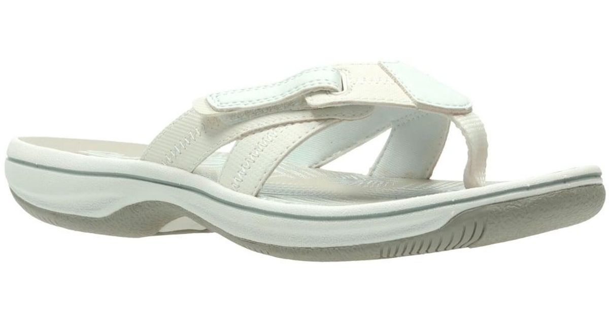 86774374cf9e Clarks Brinkley Calm Womens Toe Post Sandals in White - Lyst