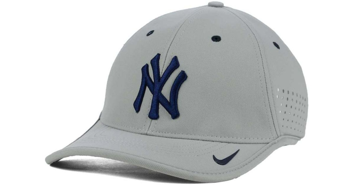 Lyst - Nike New York Yankees Vapor Swoosh Adjustable Cap in Gray for Men a38b79e824ed