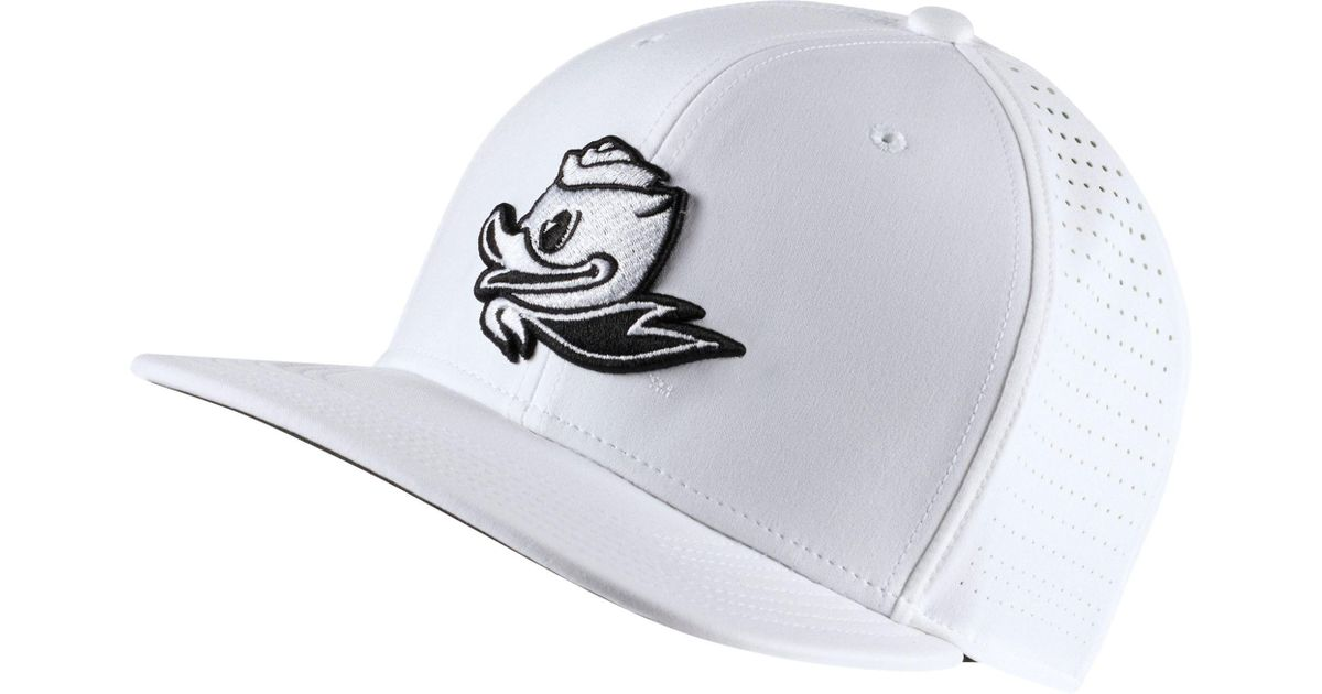 buy online a07a4 113ce Nike Oregon Ducks Pro Perforated Golf Hat in White for Men - Lyst