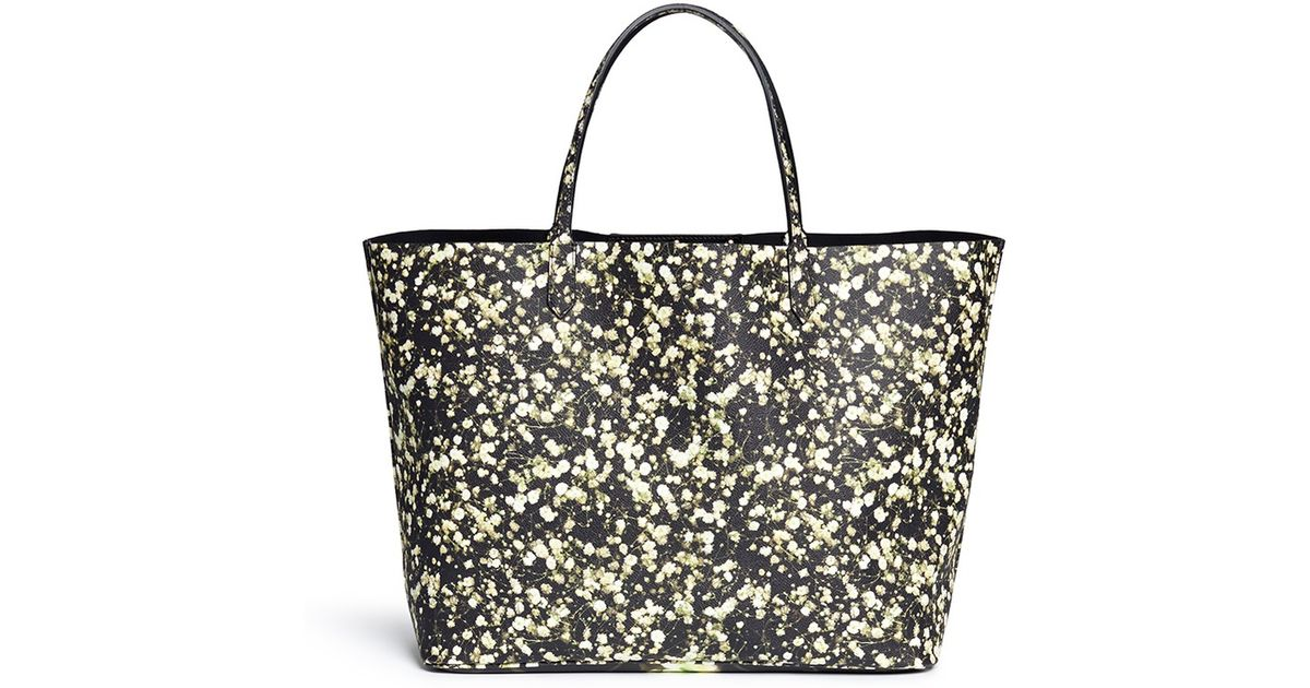 a9078e5cf1 Givenchy  antigona  Large Baby s Breath Floral Print Shopping Tote in Black  - Lyst