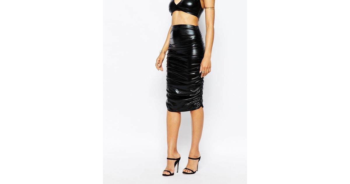 club l ruched high shine pencil skirt in leather look in