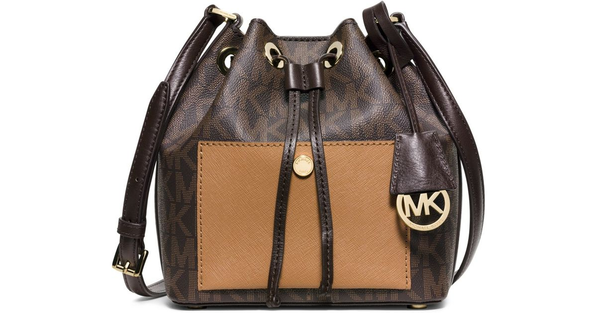 a18a24ae94927 Michael Kors Greenwich Small Bucket Bag in Brown - Lyst