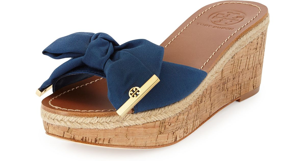 4d6e8109709 Lyst - Tory Burch Penny Bow Wedge Slide in Blue