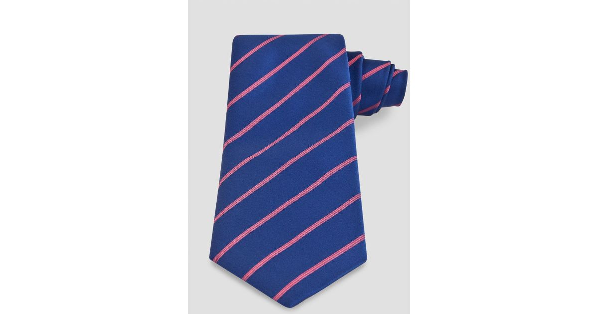 Today, the heritage brand is best known for its sharply tailored shirts in an array of style, patterns and stripes. Add a directional flair to smart ensembles with men's Thomas Pink ties. From woven silk styles to satin bowties, find the perfect finishing touch to eveningwear within this refined collection.