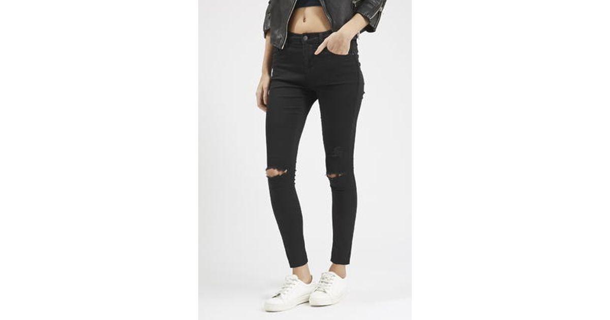 2146e3d2ecd TOPSHOP Petite Moto Black Ripped Leigh Jeans in Black - Lyst