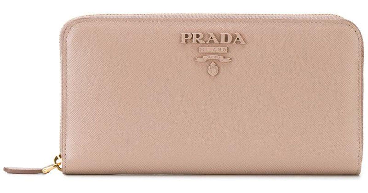 828e3bba89514 Lyst - Prada Portemonnaie mit Logo in Natur