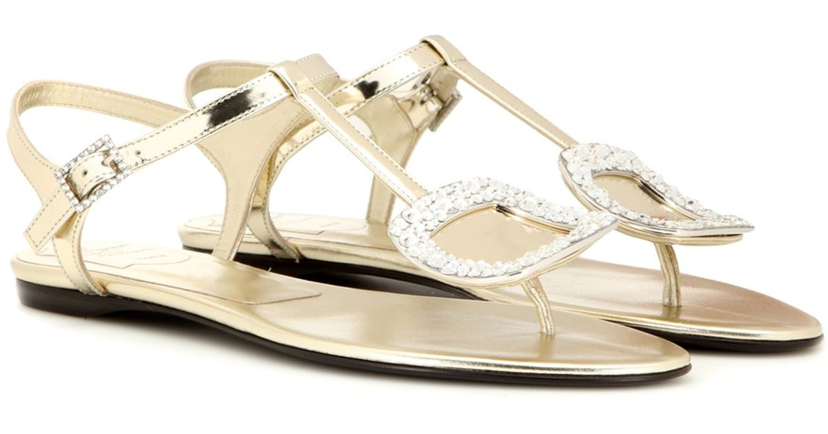 0e972f4c572801 Roger Vivier Thong Chips Embellished Metallic Leather Sandals in Metallic -  Lyst