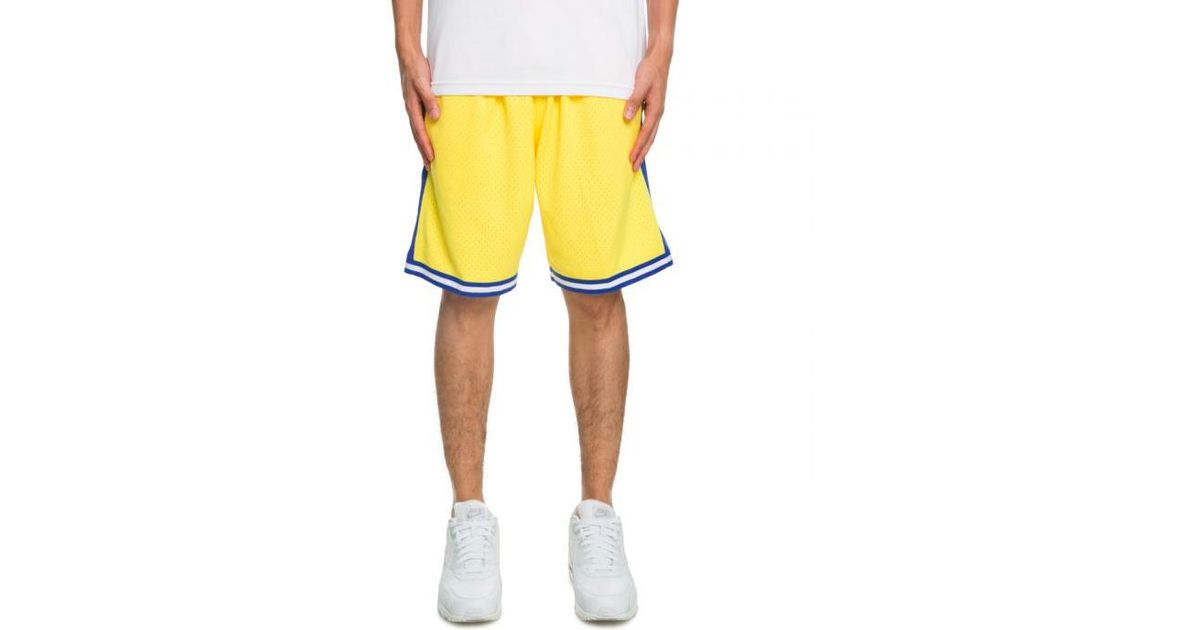 bb89371b4c03 Mitchell & Ness Golden State Warriors Shorts in Yellow for Men - Lyst