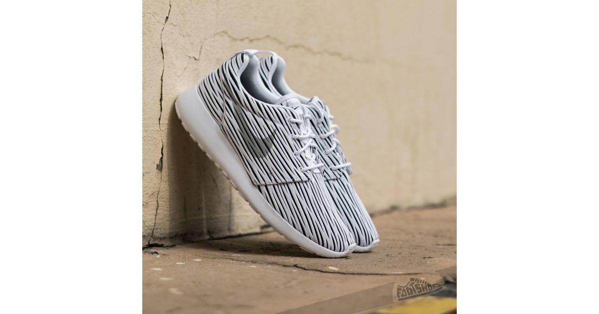 01ec4c85bf20 Lyst - Nike Wmns Roshe One White  Wolf Grey Black in Gray