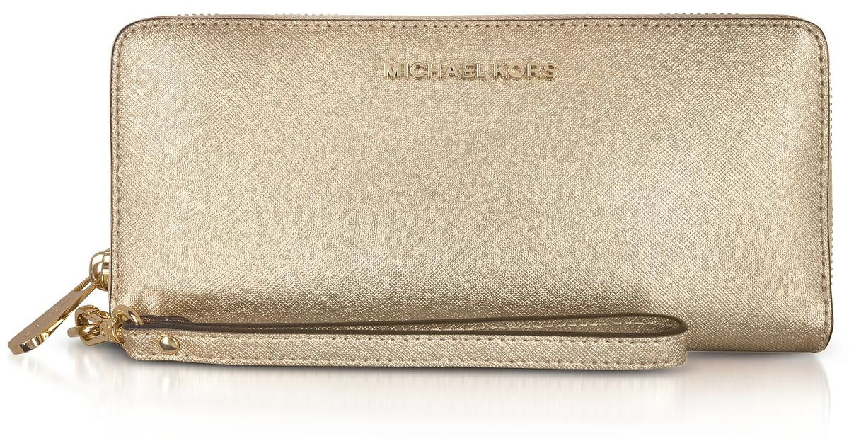 5abc32604b1cc Lyst - Michael Kors Jet Set Travel Large Pale Gold Metallic Leather  Continental Wallet in Metallic
