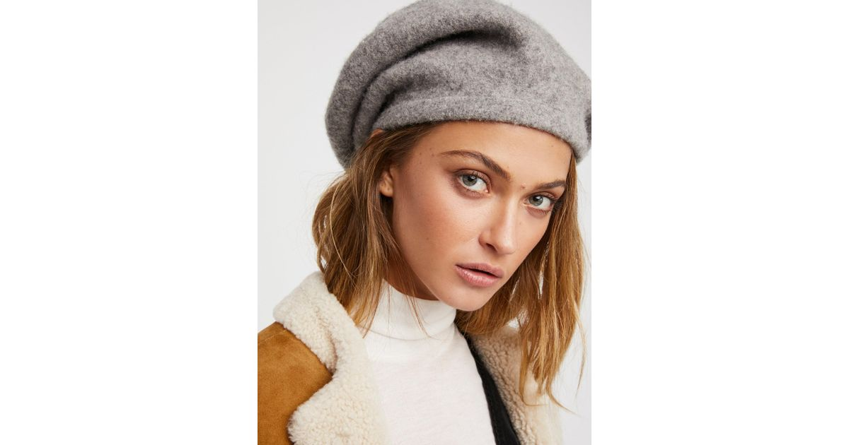 d246b7691a8bb Free People Accessories Hats Bisous Slouchy Beret in Gray - Lyst