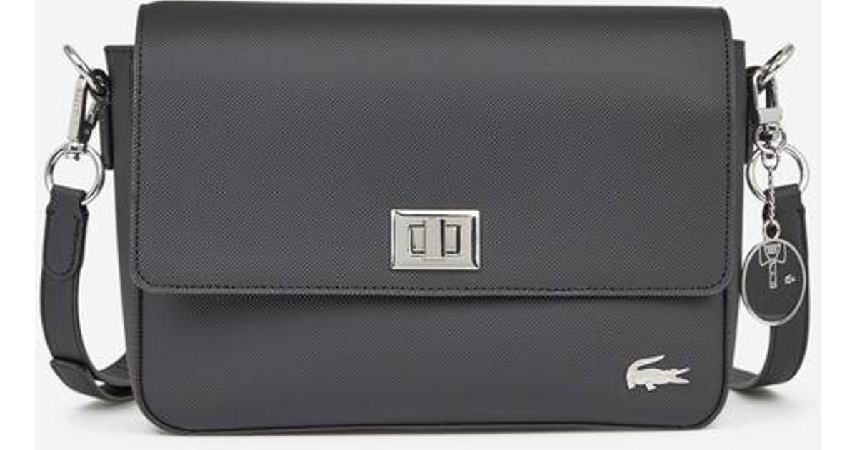a996dab351 Sac besace Daily Classic Lacoste en coloris Noir - Lyst