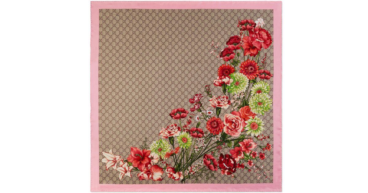dfbeeef276d53 Lyst - Pañuelo de Seda con Estampado de Ramilletes y GG Gucci de color  Neutro