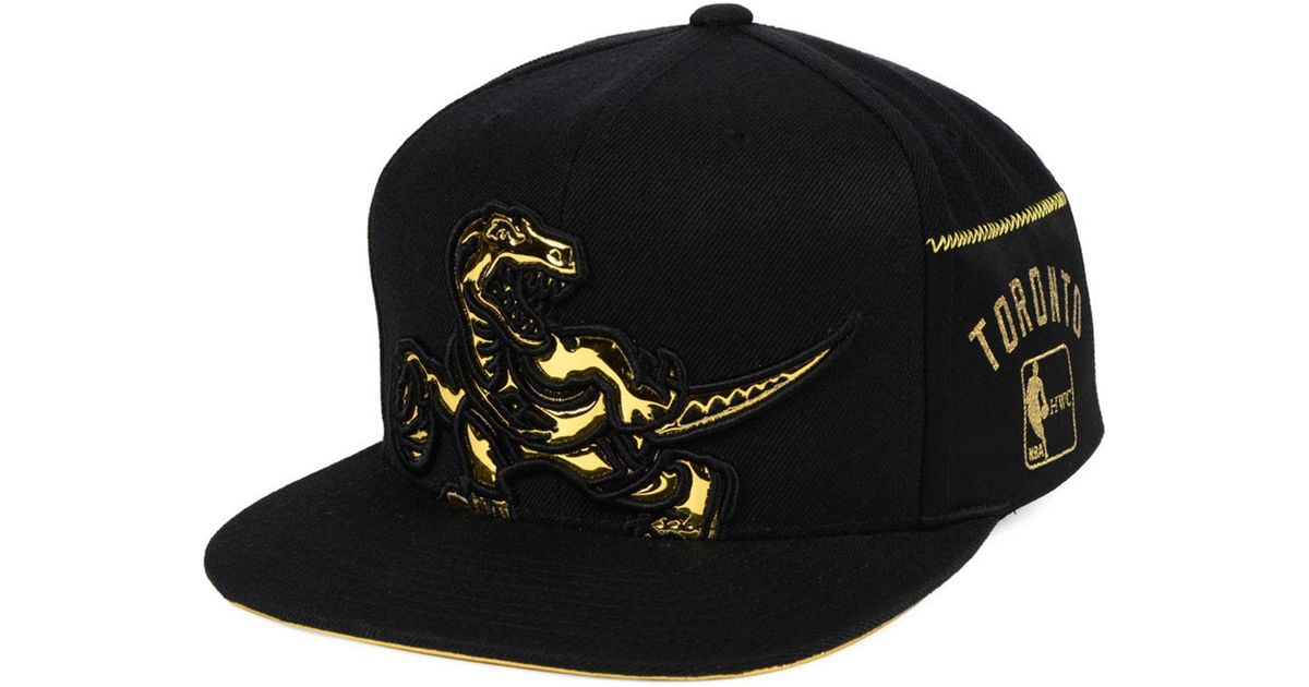 42a9746635c Mitchell & Ness Toronto Raptors Patent Cropped Snapback Cap in Black for Men  - Lyst
