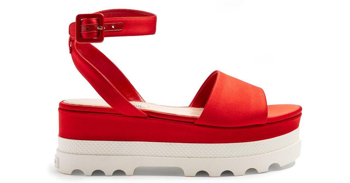 d3d9de7105a4 Miu Miu Bi-colour Satin Flatform Sandal in Red - Lyst
