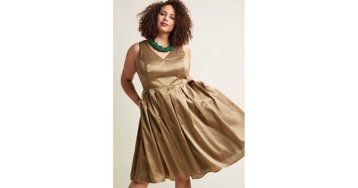 8f43d350da708 ModCloth Fancy Pleated Midi Dress In Gold - Lyst