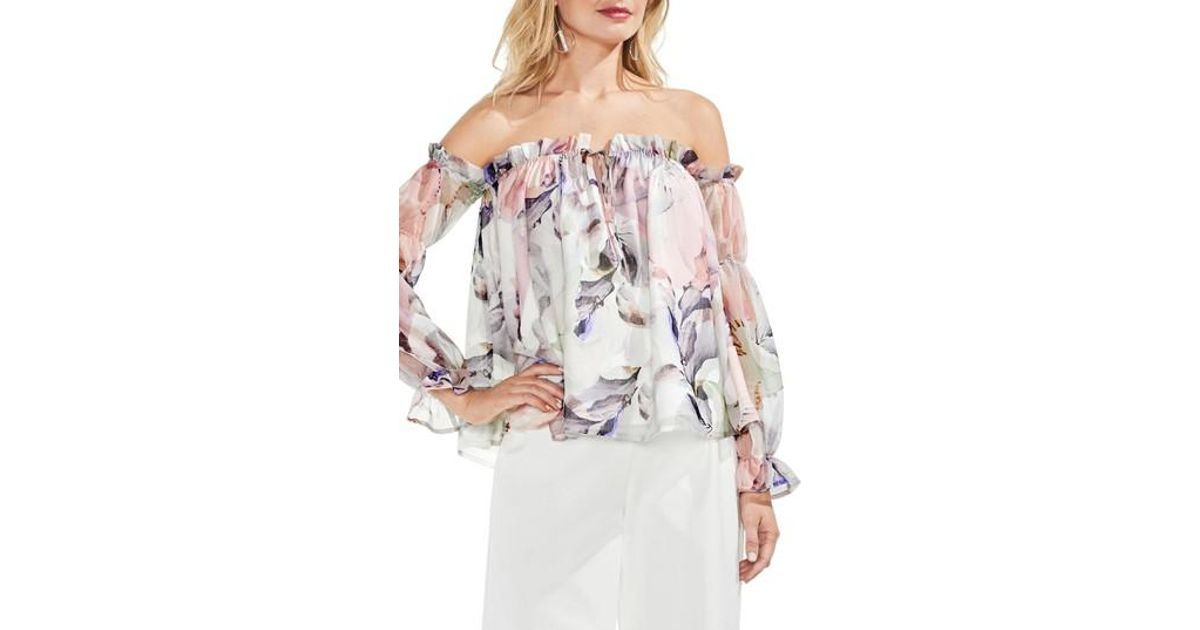 eade2b390101a5 Vince Camuto Off The Shoulder Diffused Floral Peasant Blouse - Lyst