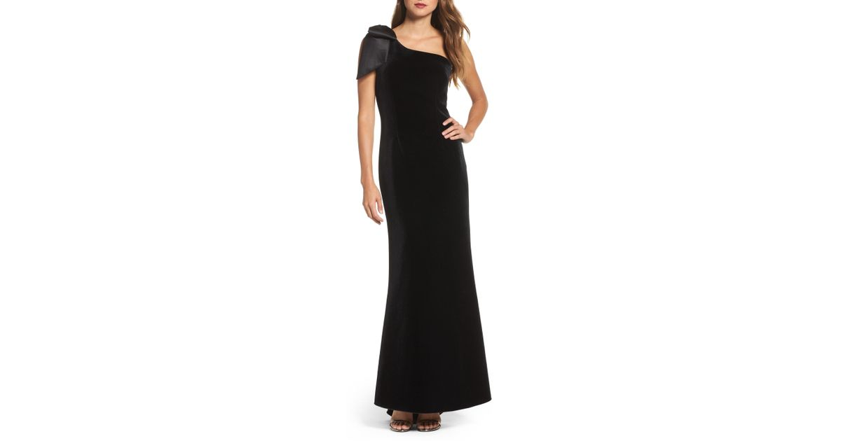 9a0aa9f6f547 Eliza J Bow One-shoulder Velvet Gown (regular & Petite) in Black - Lyst